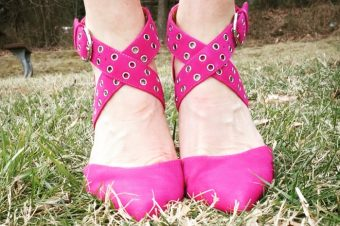 How to Wear Pink Yarrow